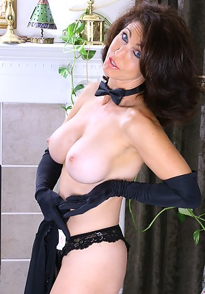 Free Mature Gloves Porn Pictures
